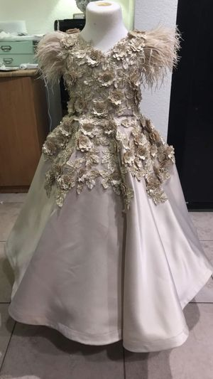 Flower girls dress for 5-6 years old for Sale in El Cajon, CA