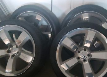 Charger Srt8 rims with tires for Sale in Los Angeles, CA