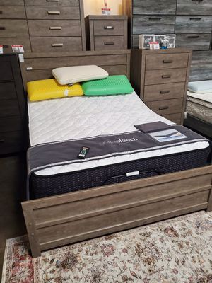 Queen Bed Frame **MATTRESS NOT INCLUDED**, Gray for Sale in Santa Fe Springs, CA