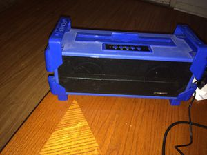 Polaroid Bluetooth speaker aux core for Sale in Raleigh, NC