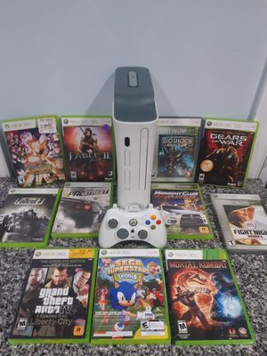 Xbox 360 with 10 good games all wires and controller for Sale in Brookfield, IL