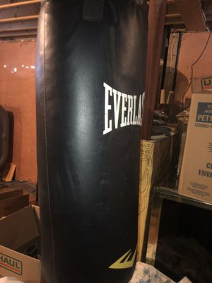 Everlast Punching bag for Sale in Lewiston, ME