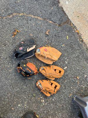 Baseball gloves for Sale in East Yaphank, NY