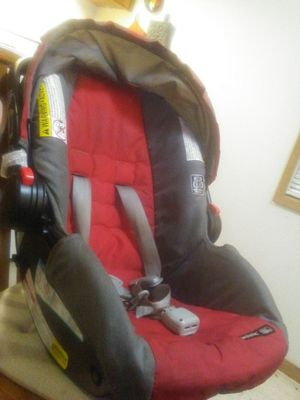 Car seat, brand is snug ride click connect, for Sale in Hoquiam, WA