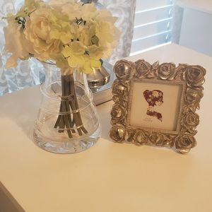 Vase With Flowers and Small Picture Frame for Sale in Ontario, CA