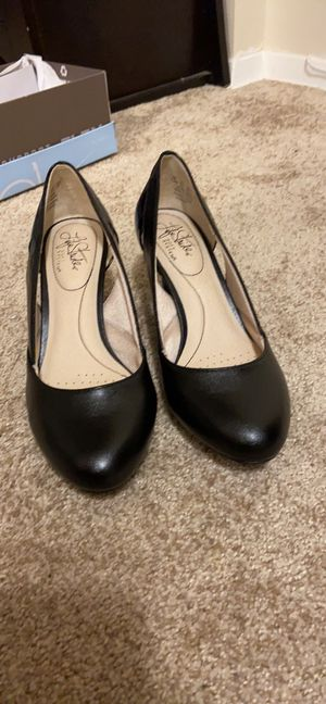 Size 7.5 pumps low heel very comfortable $25 for Sale in Columbia, MD