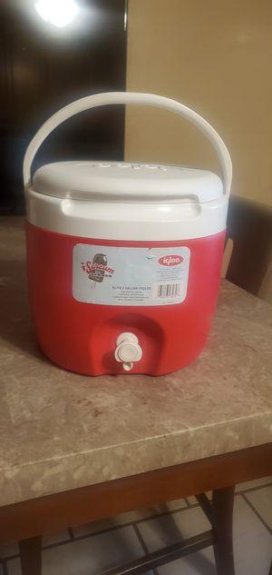 2 gallon cooler for Sale in Phoenix, AZ