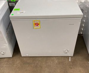 Frigidaire deep freezer FFFC07M to you W 9BIS for Sale in Houston, TX