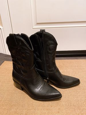 Women's black boots for Sale in Paramount, CA