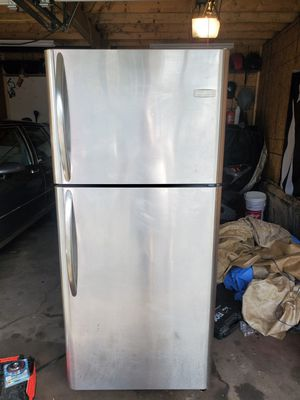 Frigidaire Refrigerator for Sale in Mahanoy City, PA