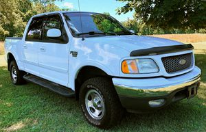 white 2OO2 Ford F-15O XLT $8OO for Sale in Port St. Lucie, FL