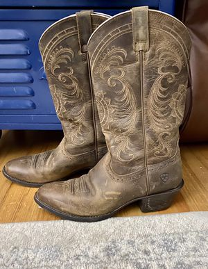 Ariat women's cowboy boots size 8 for Sale in Virginia Beach, VA
