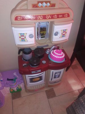 Little kitchen with some pots and pans for Sale in Manteca, CA