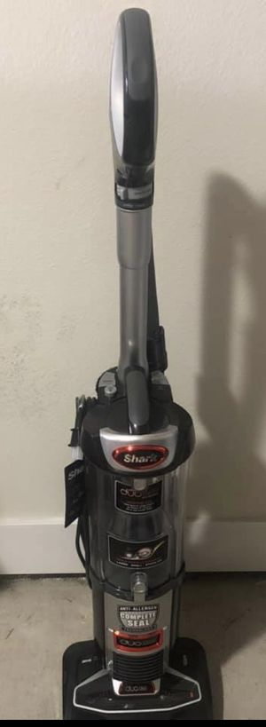New Shark Duo Clean Vacuum works with hardwood and detaches for Sale in Dallas, TX