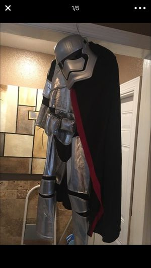 Disney store, Star Wars deluxe costume, size 5/6, new for Sale in New Port Richey, FL