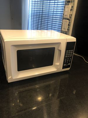 Black and white microwave for Sale in Miami Beach, FL