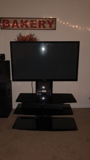 """Samsung 51"""" smart tv with glass stand and speakers (2013) works excellent for Sale in Fairfax, VA"""