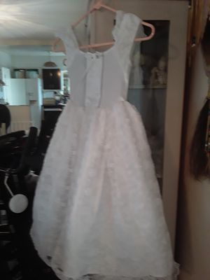 Beautiful white Communion flower girl formal dress floral design layered girls size 4 $15 cheap price! Need gone asap for Sale in Pompano Beach, FL