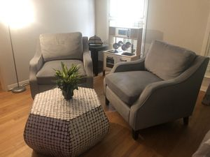 Super Comfy - Arm Chair Set W/Coffee Table for Sale in Houston, TX