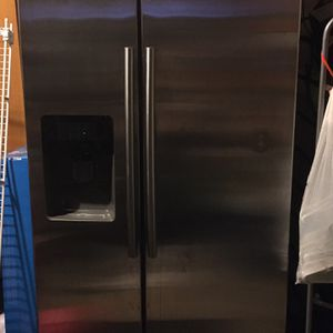 Samsung Refrigerator for Sale in Elk Grove, CA