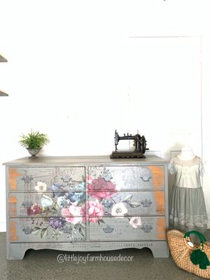 French Country Rustic Floral 6 Drawers Dresser/TV Stand/Changing Table in Gray for Sale in West Covina, CA