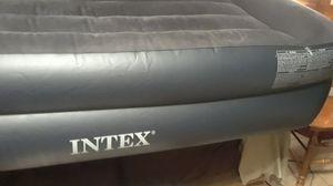 Twin size air mattress w/air pump for Sale in Tempe, AZ