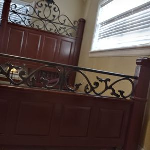 Real Wood Very Heavy Bed for Sale in Houston, TX