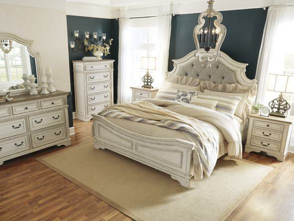 Realyn Chipped White 4 PIECE QUEEN (Bed frame, dresser, nightstand and mirror included)