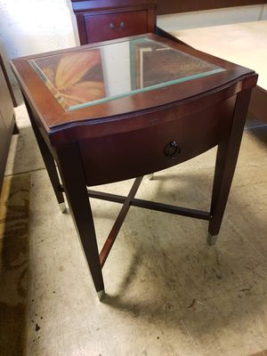 One night stand solid wood one drawer top glass in excellent condition for Sale in Sunrise, FL