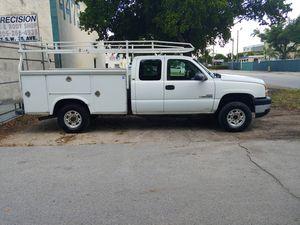 2005 Chevy Silverado 2500HD w/Utility bed for Sale in Miami, FL
