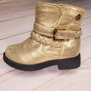 Size 7 Little Kids, Girls Gold Ankle Booties for Sale in Lynnwood, WA