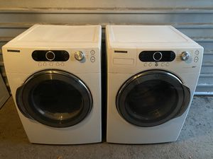SAMSUNG FRONT LOAD WASHER AND DRYER SET ( the dryer is gas ) for Sale in San Antonio, TX
