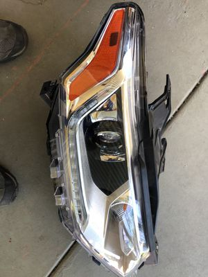 Traverse Right HID headlight for Sale in Scottsdale, AZ