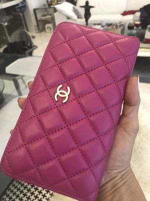 Chanel pink wallet for Sale in Miami, FL
