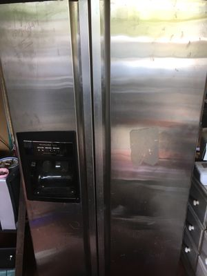 Fully functioning kitchen aid dual frigerator wit ice maker for Sale in Kailua-Kona, HI