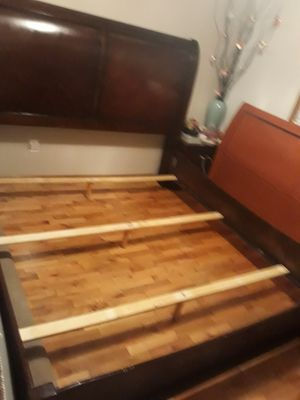 KING SIZE BED FRAME KING SIZE VERY STRONG FOR SALE for Sale in Bellevue, WA
