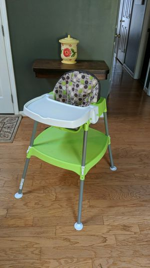 Highchair - Evenflo convertible for Sale in Piedmont, SC
