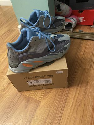 Yeezy Boost Carbon 700 ( Cash App Only ) Size 7 for Sale in Washington, DC