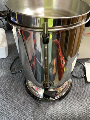 Stainless Steel DeLonghi 60 cup Coffee Urn, excellent condition. for Sale in Kenmore, WA