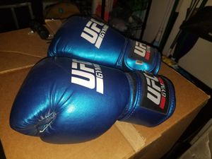 Boxing gloves for Sale in Las Vegas, NV