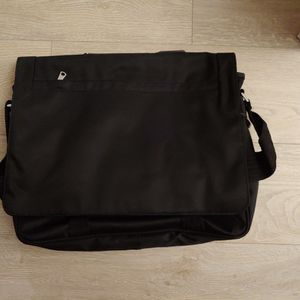 New Banana Republic Messenger Bag In Black for Sale in Quincy, MA
