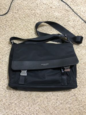 Michael Kors Messenger Bag for Sale in Pleasanton, CA