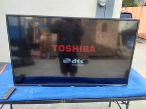 TOSHIBA 49 INCH HDTV WITH HDMI AND REMOTE for Sale in Los Angeles, CA