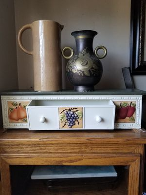Vase & kitchen wall cabinet bundle for Sale in San Bernardino, CA