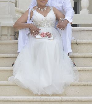 Wedding gown, Size 6. Used once. PAYPAL only payment method. for Sale for sale  Clifton, NJ
