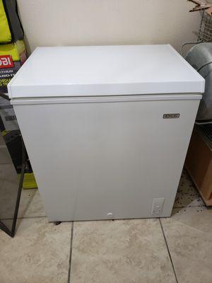 Idylis deep freezer 5.0 cuft like new for Sale in San Antonio, TX
