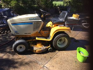 """1440 Garden Tractor 42"""" cutting deck, 611 hrs on 14 HP twin Briggs engine runs like new 1 new and one 3 yr old belt still using to cut my grass. D for Sale in Monongahela, PA"""