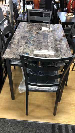 Table with 4 chairs for Sale in Tinley Park, IL