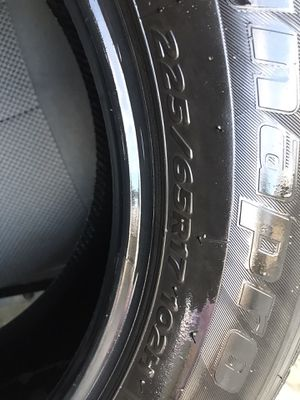 Used tire 225/65/R17 with 50% thread for Sale in Arvin, CA
