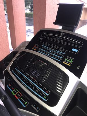 NORDITRACK C950i TREADMILL for Sale in Kissimmee, FL